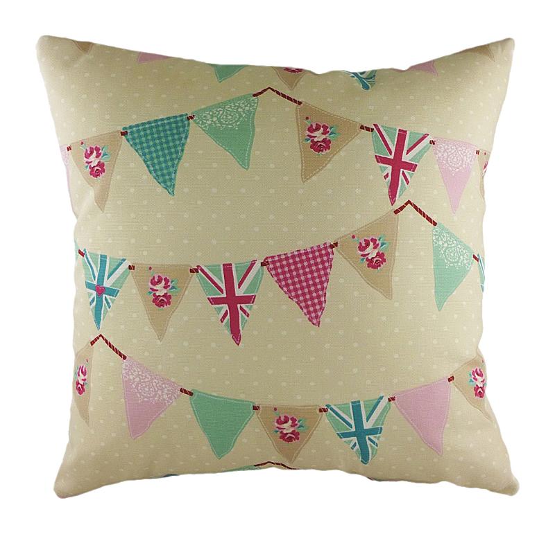 Подушка с принтом Bunting PinkПодушки<br>Бежевая декоративная подушка с изображением <br>разноцветных вымпелов, в том числе с британским <br>флагом. Хорошо поддерживает спину и поможет <br>расслабиться. Подушка также будет отличным <br>сувениром и оригинальным подарком.<br><br>Цвет: Бежевый<br>Материал: Хлопок<br>Вес кг: 0,5<br>Длина см: 43<br>Ширина см: 43<br>Высота см: 10