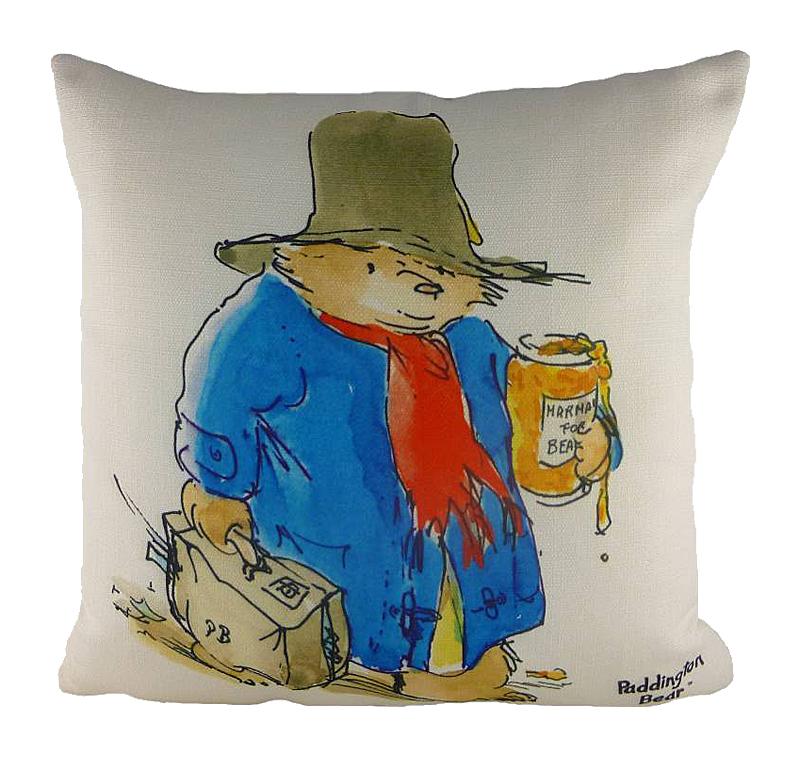 Подушка с принтом Vintage Marmalade DG-HOME Этот медвежонок Паддингтон не совсем классический  герой произведения, но от этого не менее  любимый. Винтаж в моде, и удобная диванная  подушка VINTAGE MARMALADE с блеском это иллюстрирует.  А также напоминает, что мишка не может жить  без мармелада на завтрак. А вы им уже запаслись?  Наливайте чай с молоком, устраивайтесь  на диване поудобнее и читайте своим малышам  захватывающую историю, которая вот уже  более 50 лет так нравится миллионам людей  во всем мире!