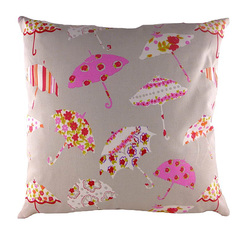 Подушка с принтом Brollies PinkПодушки<br>Небольшая квадратная подушка, покрыта <br>бежевой хлопковой тканью, декорирована <br>разноцветными весёлыми зонтиками. Привет <br>от Мэри Поппинс! Подушка может выступать <br>в качестве обязательного предмета в спальной <br>комнате или отлично дополнит детскую ребенка. <br>Но и сама по себе такая подушка — замечательный <br>подарок!<br><br>Цвет: Бежевый, Розовый<br>Материал: Хлопок<br>Вес кг: 0,5<br>Длина см: 43<br>Ширина см: 43<br>Высота см: 10