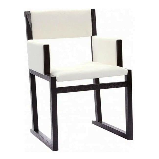 Кресло Solo Белое ЛенКресла<br>Кресло Solo от итальянского дизайнера Антонио <br>Читтерио (Antonio Citterio) имеет строгие геометрические <br>линии и это создает комфорт. Модель эта <br>больше напоминает стул. У него удобные прямые <br>подлокотники, углы его также строго прямые. <br>Каркас кресла деревянный, для обивки используется <br>натуральная льняная ткань белого цвета. <br>Высокая спинка кресла мягкая, посадка глубокая <br>и удобная. Кресло это — прочное, с хорошей <br>износостойкостью и создает впечатление <br>изящества. Необычный дизайн модели, натуральный <br>материал отличного качества и необычайная <br>его конструкция — все это привлекает внимание.<br><br>Цвет: Белый<br>Материал: Дерево, Ткань, Поролон<br>Вес кг: 13<br>Длина см: 54<br>Ширина см: 56<br>Высота см: 82