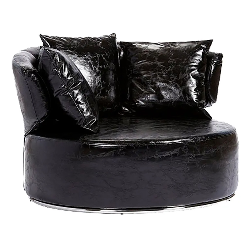 Кресло Beverly Черная ЭкокожаКресла<br>Кресло Beverly радует взгляд своим исключительным <br>дизайном. В основе его деревянный каркас, <br>который держится на ножках из нержавеющей <br>стали. Поверхностная обивка кресла выполнена <br>из современной экокожи черного цвета, внутри <br>— поролон. Особое удобство создается благодаря <br>трем подушкам, которые смогут обеспечить <br>поддержку в тяжкую минуту, также расслабят <br>после долгого напряженного дня. А округлая <br>форма кресла поможет наладить отношения <br>и в семье, и с руководством. Благодаря этому <br>его можно поставить и в офисе, и дома. Ведь <br>такая мебель станет настоящим развлечением <br>для семьи и не даст грустить.<br><br>Цвет: Чёрный<br>Материал: МДФ, Экокожа, Поролон, Металл<br>Вес кг: 48<br>Длина см: 100<br>Ширина см: 100<br>Высота см: 72