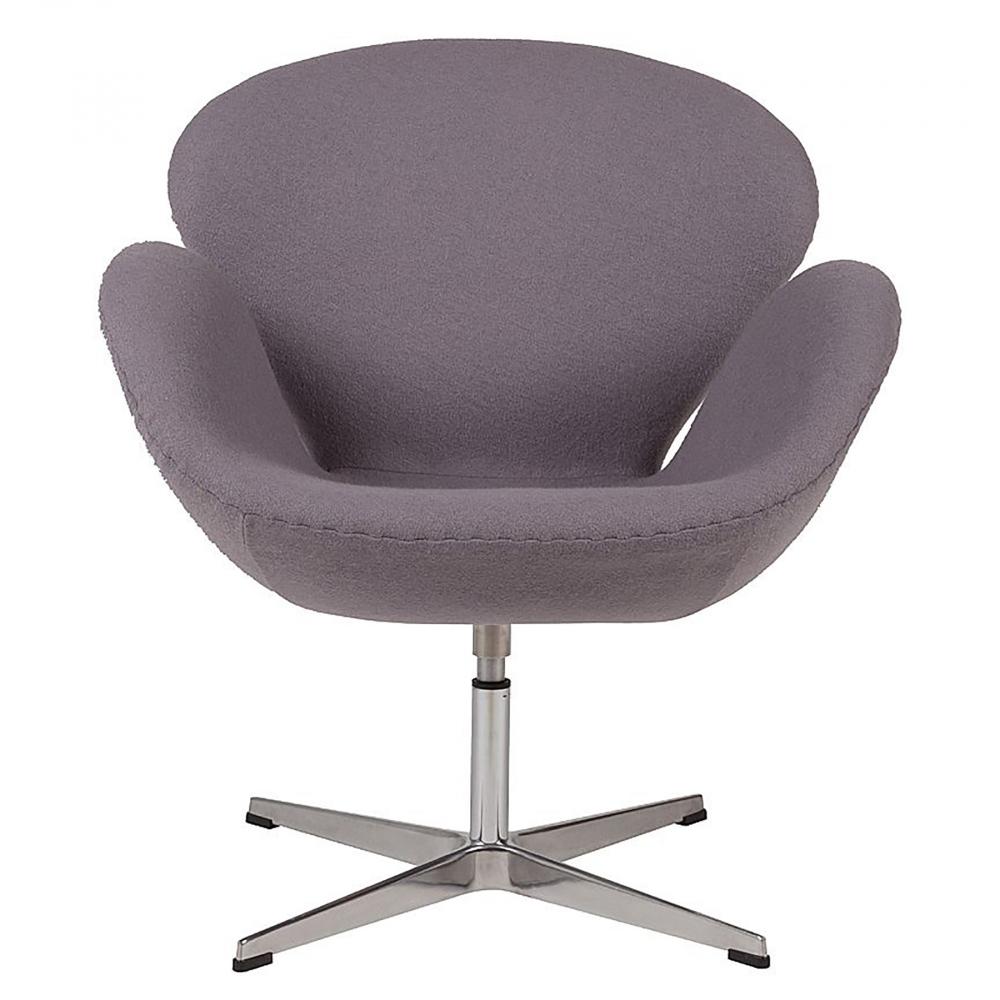 Кресло Swan Chair Серая ШерстьКресла<br>Кресло Swan Chair (Лебедь), созданное датским <br>дизайнером Арне Якобсеном (Arne Jacobsen) в 1958 <br>г., стало настоящей сенсацией для своего <br>времени, было достаточно инновационным, <br>т.к. вместо прямых линий предпочтение было <br>отдано округлым формам. Мебель этого дизайнера <br>давно вошла в историю мебелестроения и <br>стало шедевром, мировым достоянием искусства. <br>Элегантная анатомическая форма и небольшие <br>размеры делают его привлекательным элементом <br>оформления любого интерьера и по сей день. <br>Небольшое, но очень уютное кресло смотрится <br>современно и украсит гостиную или рабочий <br>кабинет. Идеально сочетается с предметами <br>мебели в стиле хай-тек. Каркас кресла представляет <br>собой литую раковину из стекловолокна, <br>покрытую пенополиуретаном. Сидение крепится <br>на вращающемся крестообразном основании <br>из нержавеющей стали. Обивка кресла сделана <br>из шерстяной ткани серого цвета. В нашем <br>магазине можно приобрести отличную реплику <br>кресла Swan Chair в нескольких вариантах обивки.<br><br>Цвет: Серый<br>Материал: Шерсть, Металл<br>Вес кг: 25<br>Длина см: 71<br>Ширина см: 70<br>Высота см: 78