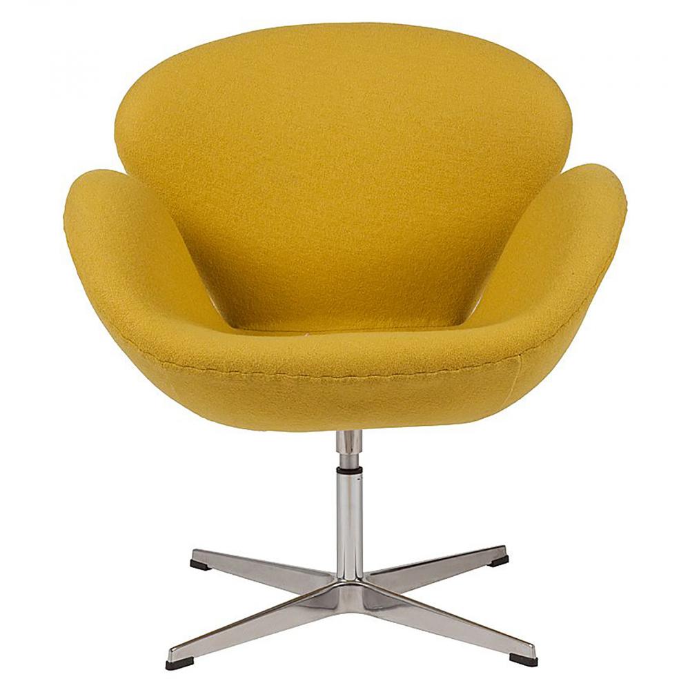 Кресло Swan Chair Желтая ШерстьКресла<br>Кресло Swan Chair (Лебедь), созданное датским <br>дизайнером Арне Якобсеном (Arne Jacobsen) в 1958 <br>г., стало настоящей сенсацией для своего <br>времени, было достаточно инновационным, <br>т.к. вместо прямых линий предпочтение было <br>отдано округлым формам. Мебель этого дизайнера <br>давно вошла в историю мебелестроения и <br>стало шедевром, мировым достоянием искусства. <br>Элегантная анатомическая форма и небольшие <br>размеры делают его привлекательным элементом <br>оформления любого интерьера и по сей день. <br>Небольшое, но очень уютное кресло смотрится <br>современно и украсит гостиную или рабочий <br>кабинет. Идеально сочетается с предметами <br>мебели в стиле хай-тек. Каркас кресла представляет <br>собой литую раковину из стекловолокна, <br>покрытую пенополиуретаном. Сидение крепится <br>на вращающемся крестообразном основании <br>из нержавеющей стали. Обивка кресла сделана <br>из шерстяной ткани жёлтого цвета. В нашем <br>магазине можно приобрести отличную реплику <br>кресла Swan Chair в нескольких вариантах обивки.<br><br>Цвет: Жёлтый<br>Материал: Шерсть, Металл<br>Вес кг: 25<br>Длина см: 71<br>Ширина см: 70<br>Высота см: 78