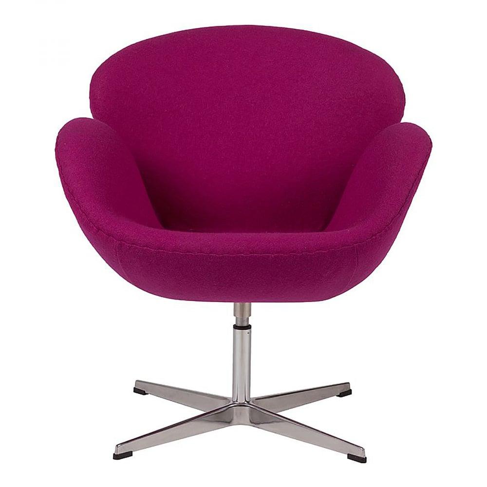 Кресло Swan Chair Лиловая ШерстьКресла<br>Кресло Swan Chair (Лебедь), созданное датским <br>дизайнером Арне Якобсеном (Arne Jacobsen) в 1958 <br>г., стало настоящей сенсацией для своего <br>времени, было достаточно инновационным, <br>т.к. вместо прямых линий предпочтение было <br>отдано округлым формам. Мебель этого дизайнера <br>давно вошла в историю мебелестроения и <br>стало шедевром, мировым достоянием искусства. <br>Элегантная анатомическая форма и небольшие <br>размеры делают его привлекательным элементом <br>оформления любого интерьера и по сей день. <br>Небольшое, но очень уютное кресло смотрится <br>современно и украсит гостиную или рабочий <br>кабинет. Идеально сочетается с предметами <br>мебели в стиле хай-тек. Каркас кресла представляет <br>собой литую раковину из стекловолокна, <br>покрытую пенополиуретаном. Сидение крепится <br>на вращающемся крестообразном основании <br>из нержавеющей стали. Обивка кресла сделана <br>из шерстяной ткани лилового цвета. В нашем <br>магазине можно приобрести отличную реплику <br>кресла Swan Chair в нескольких вариантах обивки.<br><br>Цвет: Фиолетовый<br>Материал: Шерсть, Металл<br>Вес кг: 25<br>Длина см: 71<br>Ширина см: 70<br>Высота см: 78