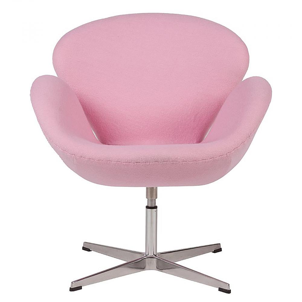 Кресло Swan Chair Светло-розовая ШерстьКресла<br>Кресло Swan Chair (Лебедь), созданное датским <br>дизайнером Арне Якобсеном (Arne Jacobsen) в 1958 <br>г., стало настоящей сенсацией для своего <br>времени, было достаточно инновационным, <br>т.к. вместо прямых линий предпочтение было <br>отдано округлым формам. Мебель этого дизайнера <br>давно вошла в историю мебелестроения и <br>стало шедевром, мировым достоянием искусства. <br>Элегантная анатомическая форма и небольшие <br>размеры делают его привлекательным элементом <br>оформления любого интерьера и по сей день. <br>Небольшое, но очень уютное кресло смотрится <br>современно и украсит гостиную или рабочий <br>кабинет. Идеально сочетается с предметами <br>мебели в стиле хай-тек. Каркас кресла представляет <br>собой литую раковину из стекловолокна, <br>покрытую пенополиуретаном. Сидение крепится <br>на вращающемся крестообразном основании <br>из нержавеющей стали. Обивка кресла сделана <br>из шерстяной ткани светло-розового цвета. <br>В нашем магазине можно приобрести отличную <br>реплику кресла Swan Chair в нескольких вариантах <br>обивки.<br><br>Цвет: Розовый<br>Материал: Шерсть, Металл<br>Вес кг: 25<br>Длина см: 71<br>Ширина см: 70<br>Высота см: 78