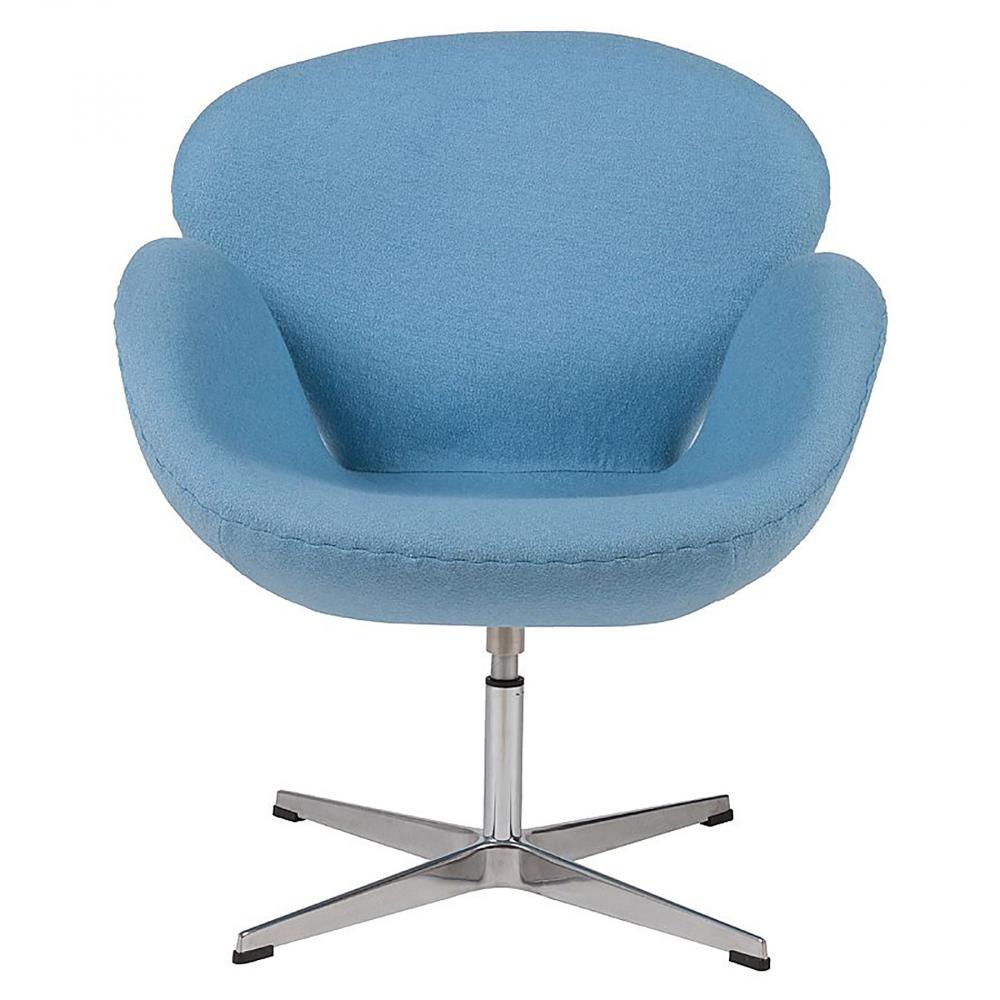 Кресло Swan Chair Голубая ШерстьКресла<br>Кресло Swan Chair (Лебедь), созданное датским <br>дизайнером Арне Якобсеном (Arne Jacobsen) в 1958 <br>г., стало настоящей сенсацией для своего <br>времени, было достаточно инновационным, <br>т.к. вместо прямых линий предпочтение было <br>отдано округлым формам. Мебель этого дизайнера <br>давно вошла в историю мебелестроения и <br>стало шедевром, мировым достоянием искусства. <br>Элегантная анатомическая форма и небольшие <br>размеры делают его привлекательным элементом <br>оформления любого интерьера и по сей день. <br>Небольшое, но очень уютное кресло смотрится <br>современно и украсит гостиную или рабочий <br>кабинет. Идеально сочетается с предметами <br>мебели в стиле хай-тек. Каркас кресла представляет <br>собой литую раковину из стекловолокна, <br>покрытую пенополиуретаном. Сидение крепится <br>на вращающемся крестообразном основании <br>из нержавеющей стали. Обивка кресла сделана <br>из шерстяной ткани голубого цвета. В нашем <br>магазине можно приобрести отличную реплику <br>кресла Swan Chair в нескольких вариантах обивки.<br><br>Цвет: Голубой<br>Материал: Шерсть, Металл<br>Вес кг: 25<br>Длина см: 71<br>Ширина см: 70<br>Высота см: 78