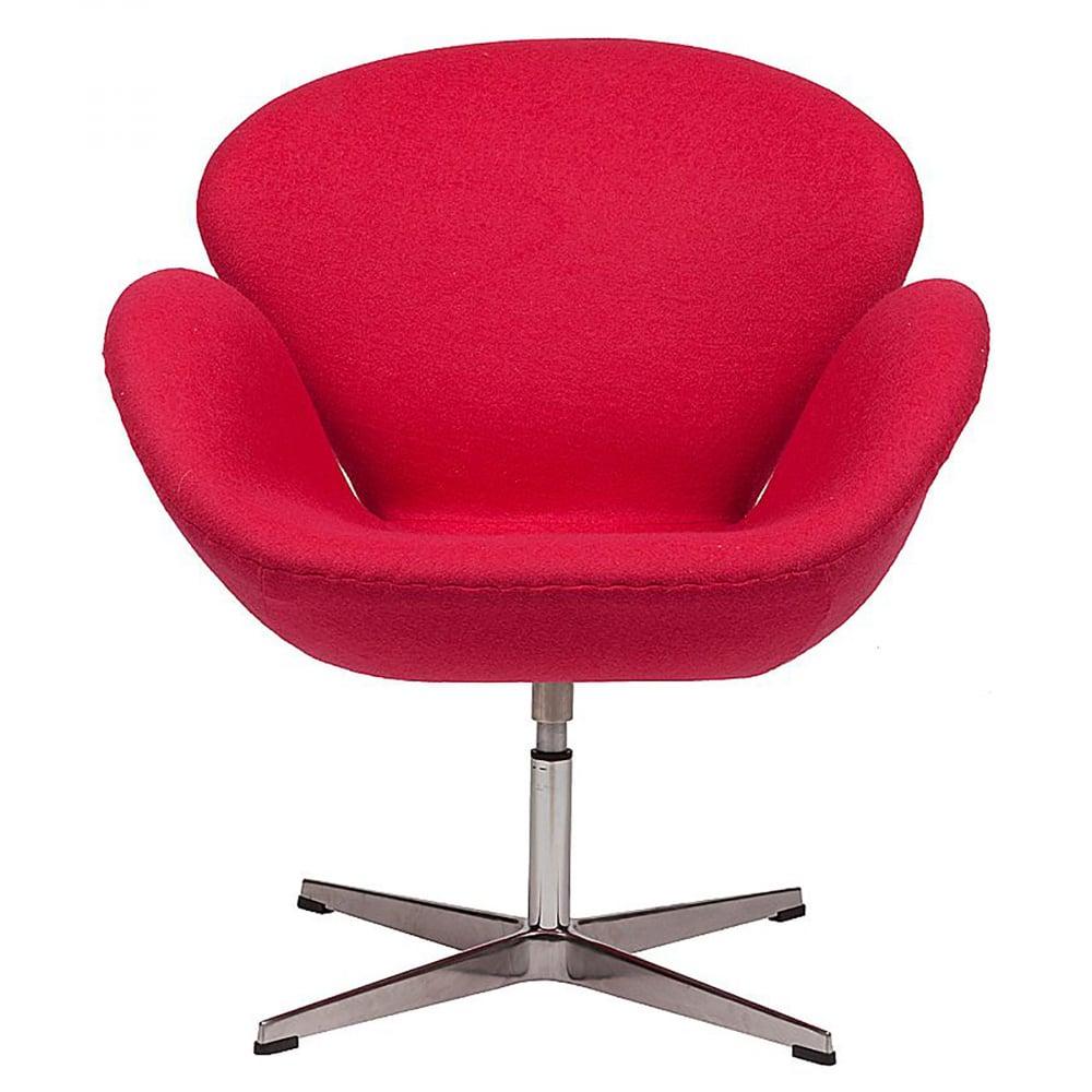 Кресло Swan Chair Ярко-красная ШерстьКресла<br>Кресло Swan Chair (Лебедь), созданное датским <br>дизайнером Арне Якобсеном (Arne Jacobsen) в 1958 <br>г., стало настоящей сенсацией для своего <br>времени, было достаточно инновационным, <br>т.к. вместо прямых линий предпочтение было <br>отдано округлым формам. Мебель этого дизайнера <br>давно вошла в историю мебелестроения и <br>стало шедевром, мировым достоянием искусства. <br>Элегантная анатомическая форма и небольшие <br>размеры делают его привлекательным элементом <br>оформления любого интерьера и по сей день. <br>Небольшое, но очень уютное кресло смотрится <br>современно и украсит гостиную или рабочий <br>кабинет. Идеально сочетается с предметами <br>мебели в стиле хай-тек. Каркас кресла представляет <br>собой литую раковину из стекловолокна, <br>покрытую пенополиуретаном. Сидение крепится <br>на вращающемся крестообразном основании <br>из нержавеющей стали. Обивка кресла сделана <br>из шерстяной ткани ярко-красного цвета. <br>В нашем магазине можно приобрести отличную <br>реплику кресла Swan Chair в нескольких вариантах <br>обивки.<br><br>Цвет: Красный<br>Материал: Шерсть, Металл<br>Вес кг: 25<br>Длина см: 71<br>Ширина см: 70<br>Высота см: 78