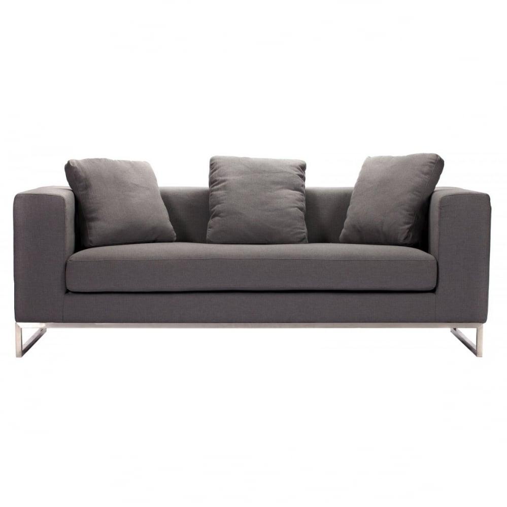 Диван Dadone Большой Серый КашемирДиваны<br>Ничто не сможет лучше помочь в создании <br>уюта дома, чем удобный диван. Небольшой <br>уютный диван Dadone Sofa — это невероятно комфортный, <br>модный и довольно стильный от известного <br>итальянского дизайнера Антонио Читтерио <br>(Antonio Citterio). Он прибавит необычного шарма <br>и внесет особую теплоту вашему интерьеру. <br>Обивка дивана из кашемира благородного <br>серого цвета — находка дизайнеров, она <br>дает возможность вписаться в современный <br>интерьер и классический. Основание, оно <br>же ножки, изготовлено в виде прочной рамы <br>из нержавеющей стали. Большие мягкие подушки <br>делают данную модель еще более оригинальной. <br>Обивка из нежного кашемира и дизайн позволяют <br>дивану украсить собой современный или классический <br>интерьер, а мягкие подушки дают вам возможность <br>расслабиться с комфортом после трудного <br>рабочего дня. Выберите в нашем магазине <br>высококачественную реплику дивана из коллекции <br>Dadone для комнаты в современном городском <br>стиле: лофт, минимализм, хай-тек.<br><br>Цвет: Серый<br>Материал: Ткань, Поролон, Металл<br>Вес кг: 63<br>Длина см: 184<br>Ширина см: 70<br>Высота см: 68
