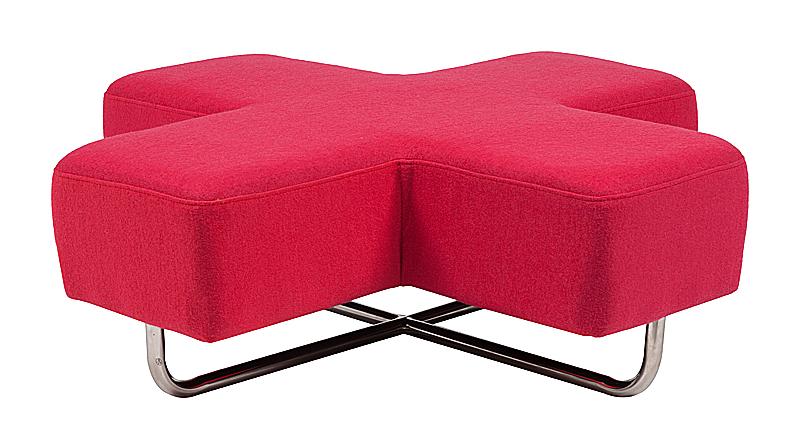 Пуф Jaks Розовая Шерсть, DG-F-PF120-4  Пуф Jaks с легкостью позволит вам познать  все великолепие минимализма. Оформление  пусть и отличается лаконичностью, но выглядит  ярко и эффектно. Оригинальное сиденье на  деревянном каркасе, обтянутое шерстяной  тканью, в форме розового креста позволяет  пуфу органично и смело смотреться в современных  эклектичных пространствах. Отполированные  до блеска ножки из нержавеющей стали не  притягивают к себе слишком много внимания.