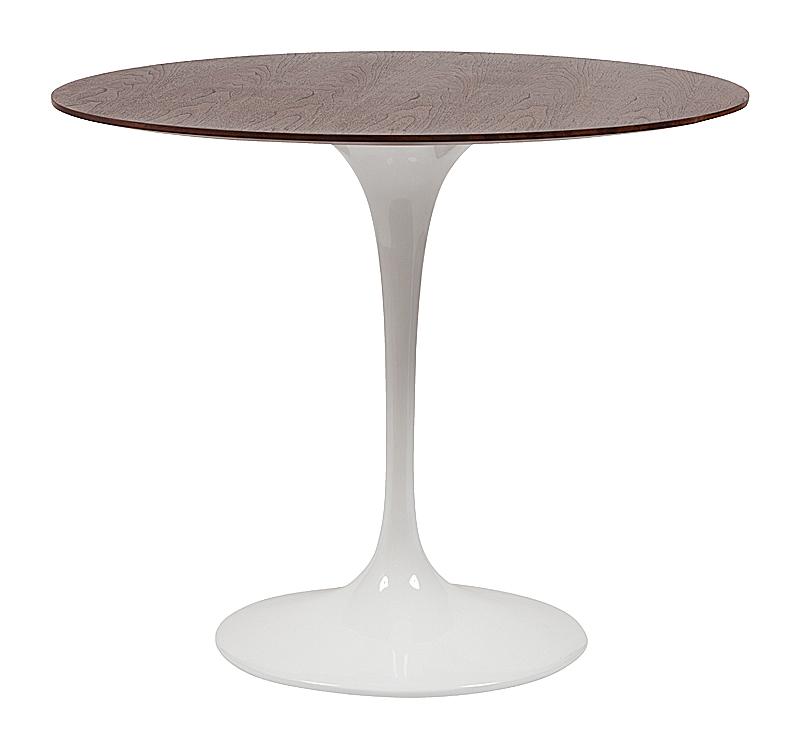 Обеденный стол Saarinen Dining Table Грецкий ОрехОбеденные столы<br>Оригинальный дизайнерский стол Saarinen Dining <br>Table обладает невероятно ярким и интересным <br>внешним видом, который позволяет ему занимать <br>центральное место в любом интерьере. Прочность <br>и долговечность стола Saarinen Dining Table были <br>выдвинуты на первый план. Каркас стола выполнен <br>полностью из экологичного стекловолокна, <br>деревянная столешница покрыта шпоном грецкого <br>ореха, что придает столику особую презентабельность <br>и, конечно же, красивейшую фактуру. Стол <br>отлично смотрится и как обычный обеденный, <br>и как журнальный стол, или стол для офиса, <br>приемной, кабинета.<br><br>Цвет: Коричневый<br>Материал: Дерево, Стеклопластик<br>Вес кг: 29<br>Длина см: 90<br>Ширина см: 90<br>Высота см: 74