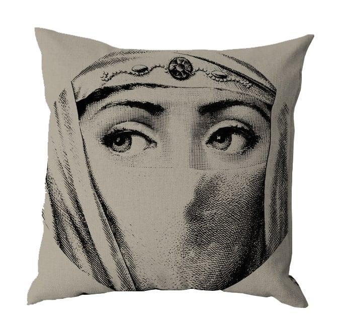 Подушка с портретом Лины Пьеро Форназетти Traditions, DG-D-PL487