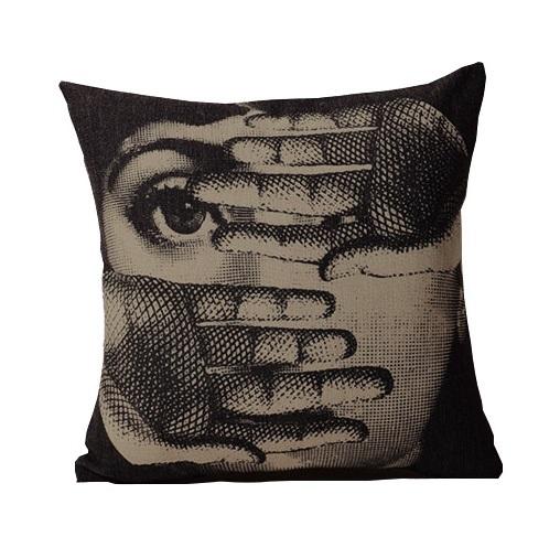 Купить Подушка с портретом Лины Пьеро Форназетти Fear в интернет магазине дизайнерской мебели и аксессуаров для дома и дачи