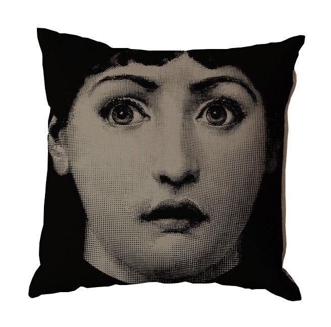 Подушка с портретом Лины Пьеро Форназетти Подушки<br>Еще один портрет Лины Кавальери в исполнении <br>Пьеро Форназетти (Piero Fornasetti). На этот раз <br>знаменитая оперная дива смотрит на нас <br>широко открытыми глазами. В этом взгляде <br>явно читается удивление — неужели вы ещё <br>не купили такую замечательную подушку? <br>Торопитесь, сделайте себе подарок!<br><br>Цвет: Бежевый, Чёрный<br>Материал: Лен<br>Вес кг: 0,7<br>Длина см: 45<br>Ширина см: 15<br>Высота см: 45