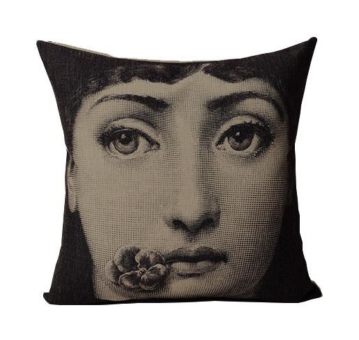 Купить Подушка с портретом Лины Пьеро Форназетти Flower Kiss в интернет магазине дизайнерской мебели и аксессуаров для дома и дачи