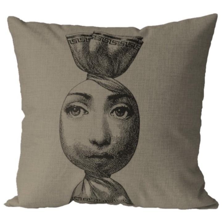 Подушка с портретом Лины Пьеро Форназетти Подушки<br>Портрет Лины Кавальери в исполнении Пьеро <br>Форназетти (Piero Fornasetti), размещенный на конфете <br>— очередной эксперимент с её внешностью. <br>Компания Fornasetti продолжает придумывать <br>всё новые варианты изображения лица оперной <br>дивы на подушках, вазах, тканях, посуде, <br>обоях, керамической плитке. Вы любите сладкое? <br>Эта конфета для вас!<br><br>Цвет: Бежевый, Чёрный<br>Материал: Лен<br>Вес кг: 0,7<br>Длина см: 45<br>Ширина см: 15<br>Высота см: 45