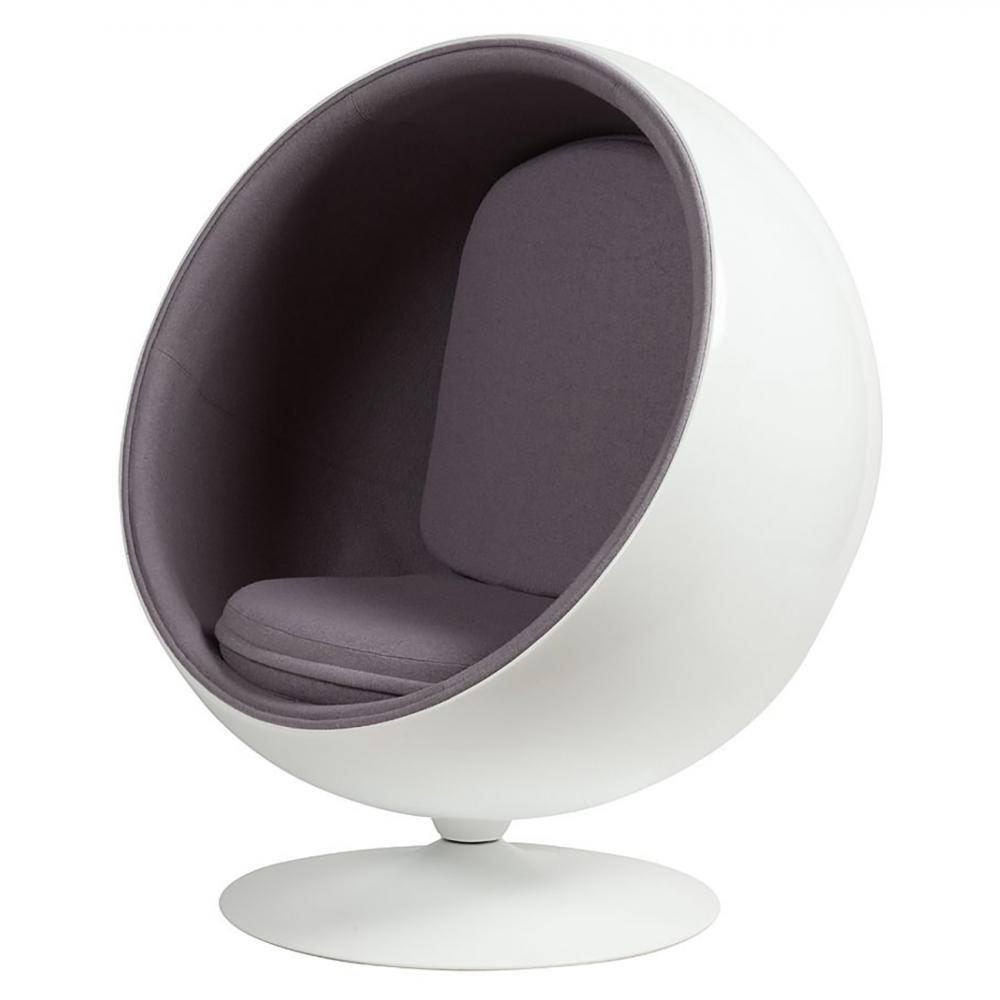 Кресло Eero Ball Chair Серая ШерстьКресла<br>Кресло-шар, или Ball Chair, или же Globe Chair было <br>создано финским дизайнером Ээро Аарнио <br>(Eero Aarnio) еще в 1963 году. Оно моментально привлекло <br>внимание органичным сочетанием экстравагантной <br>формы и максимальным комфортом уединения. <br>В современной интерпретации Ball Chair — это <br>комфортабельный кокон с возможностью встраивания <br>телефона и аудио-колонок, позволяющий слушать <br>в нем любимую музыку, читать, работать или <br>же просто релаксировать. Каркас кресла <br>изготовлен из стекловолокна. Звукоизоляция <br>обеспечивается использованием пенообразного <br>наполнителя. Благодаря прочной металлической <br>ножке с вращающимся основанием есть возможность <br>вращения вокруг своей оси на 360 градусов. <br>Обивка выполнена из контрастирующих с основным <br>белым цветом шерстяных подушек ярких цетов. <br>В каталоге нашего магазина представлена <br>реплика знаменитого кресла-шара в разных <br>вариантах цвета. Купите кресло-шар Ball Chair <br>— и ваше стремление к комфорту будет в высшей <br>степени реализовано!<br><br>Цвет: Серый<br>Материал: Ткань, Поролон, Пластик, Металл<br>Вес кг: 41<br>Длина см: 102<br>Ширина см: 75<br>Высота см: 110