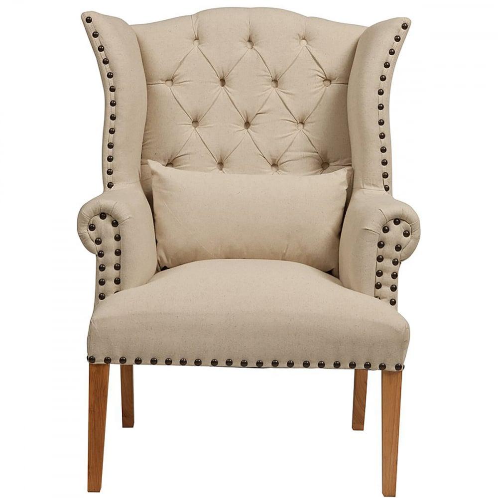 Кресло Quinn Tufted Armchair Белый Лен DG-HOME Интересный, органично выполненный дизайн  кресла Quinn Tufted Armchair стал настоящей изюминкой.  Выполненное в прованском стиле, оно тянет  опуститься в него, отдохнуть от обыденности,  суеты и маеты. Кресло Quinn Tufted Armchair — это  настоящий уголок мира и покоя. Сочетание  дубового каркаса и льняной обивки типично  для деревенского стиля. Светлые тона, мягкие  округлые формы, простеганая стежкой «капитоне»  с декоративными пуговицами спинка — все  направлено на то, чтобы прочувствовать  комфорт, мягкость и уют. Это кресло так и  хочется поставить в комнату, уставленную  цветами. Если и есть на свете островки безмятежности  и тишины, умиротворения и идиллии — то только  там, где есть шанс поставить это кресло  и сесть в него. Не упустите свой шанс!