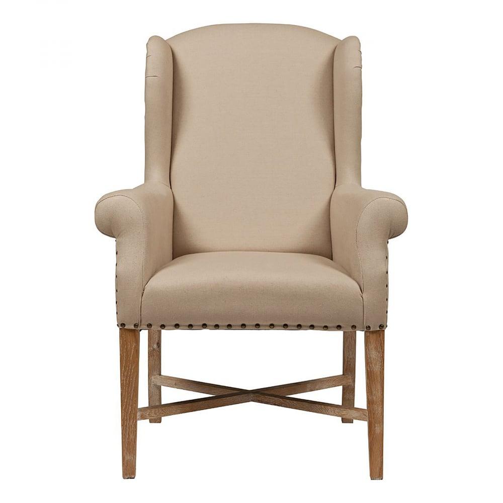 Кресло French Wing Chair Кремовый Лен DG-HOME Это кресло — отличное приобретение для  людей, которые ценят сдержанный спокойный  стиль и обожают домашнее тепло деревянной  фактуры в окружающей мебели. Яркое, но при  этом нежное, изысканное, такое кресло словно  зовет отдохнуть на своем мягком сидении,  отрешиться от бытовых забот. Часто мы избегаем  светлой мебели из опасений перед ее маркостью,  особенно если в доме живут дети или животные.  И напрасно, ведь каркас этого кресла из  массива дуба покрыт отлично чистящейся  тканью, содержать в порядке которую очень  легко. Решитесь подарить себе кусочек сказки  — просто купите дизайнерское кресло French  Wing Chair.