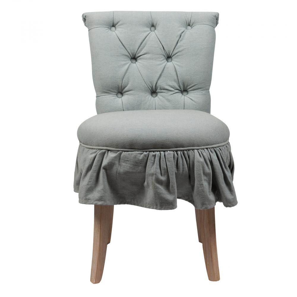 Стул Denim Chambray Голубой DG-HOME Эстетически приятный мягкий обеденный  стул Denim Chambray в обивке из прочной, простой  в уходе, льняной ткани серо-голубого цвета.  Высокая, расширяющаяся кверху спинка декорирована  обтяжными пуговицами в технике капитоне,  основание из твердого дубового дерева со  светлыми полированными ножками обеспечит  уверенность и прочность. Этот элегантный  стул классического дизайна прекрасно впишется  в любой стиль вашей столовой, создаст приятную  обеденную атмосферу. Купите стул Lindor и получайте  удовольствие во время обеда с друзьями  и семьей.