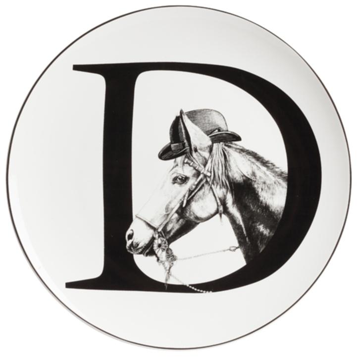 Тарелка Alfabeto DТарелки<br>Уникальная тарелка Alfabeto D изготовлена из <br>высококачественного белого фарфора. По <br>краю тарелки проходит тонкая окантовка, <br>дно украшено оригинальным рисунком в виде <br>буквы D, с выглядывающей из неё головой скаковой <br>лошади в котелке. Тарелка декорирована <br>весьма элегантно и заслуживает внимания <br>покупателей.<br><br>Цвет: Белый, Чёрный<br>Материал: Костяной фарфор<br>Вес кг: 0,2<br>Длина см: 25,4<br>Ширина см: 25,4<br>Высота см: 1
