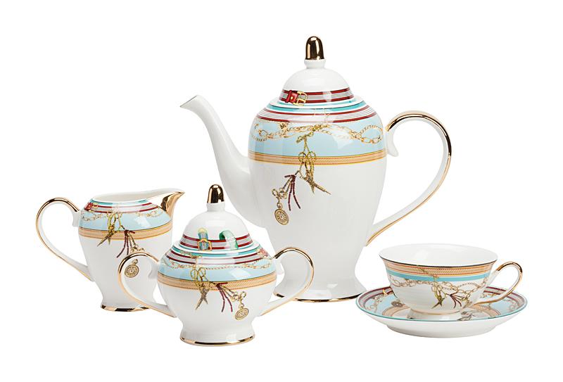 Чайный сервиз VelucheЧайные сервизы<br>Чайный сервиз Veluche готов сопроводить вас <br>в мир грёз. Сервиз создан из костяного фарфора <br>и представляет собой набор изысканной и <br>стильной посуды на четыре персоны. В состав <br>входят: чашки и блюдца, ёмкость для сливок, <br>сахарница и чайник. Оригинальная форма <br>предметов дает отсылку к восточным высоким <br>и удлиненным кувшинам. Рисунок на предметах <br>отличается изяществом и добавляет предмету <br>утонченности. Набор может быть использован <br>в посудомоечной машине, а вот в микроволновую <br>печь его лучше не помещать. Такой чайный <br>сервиз станет прекрасным подарком на долгие <br>годы и скрасит любое чаепитие. Размеры достаточно <br>средние: чашка диаметром 10 см, диаметр дна <br>4,8 см, высота 5,8 см; блюдце диаметром 15 см; <br>диаметр молочника 8,5 см, диаметр дна 5 см, <br>высота 10,5 см, ширина с ручкой 13,5 см; сахарница <br>диаметром 10 см, диаметр дна 6,5 см, высота <br>13,5 см, ширина с ручками 18 см; чайник диаметром <br>12,5 см, диаметр дна 9 см, высота 26 см, ширина <br>с ручкой и носиком 26 см.<br><br>Цвет: Голубой<br>Материал: Костяной фарфор<br>Вес кг: 17<br>Длина см: 51<br>Ширина см: 36<br>Высота см: 66