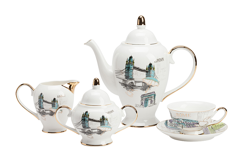 Чайный сервиз London DG-HOME Роскошный чайный сервиз London больше похож  на произведение искусства, чем на набор  для кухни. Сочетание белоснежного фарфора,  мягкого голубого рисунка видов Лондона  и золотистого цвета отделки придает всем  предметам сервиза оригинальный вид. Изысканные  формы предметов сервиза внесут в классический  интерьер черты нового времени, а современный  сделают более нежным и утонченным. Состав:  Чашка диаметром 10 см - 1 шт., блюдце диаметром  15 см - 1 шт., молочник диаметром 8 см и высотой  11 см - 1 шт., сахарница - 1 шт., чайник - 1 шт.