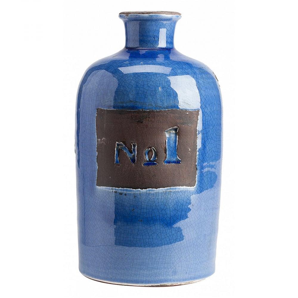 Декоративная ваза Terra Cotta СиняяВазы<br>Дом можно декорировать не только настенными <br>панно или статуэтками. Можно украшать интерьер <br>изящными вазами. Коллекция декоративных <br>ваз Terra Cotta создана специально под разные <br>настроения. Синяя, оранжевая, молочная — <br>свободный выбор не только расцветок, но <br>и размеров. Синяя ваза выполнена из грубой <br>керамики. Её размеры: 27 х 15 см. Ваза лакированная, <br>на одной стороне обозначен №1. Такая вещь <br>станет отличным подарком. Стильная и необычная <br>ваза для цветов и не только.<br><br>Цвет: Синий<br>Материал: Грубая керамика<br>Вес кг: 1,9<br>Длина см: 15<br>Ширина см: 15<br>Высота см: 27
