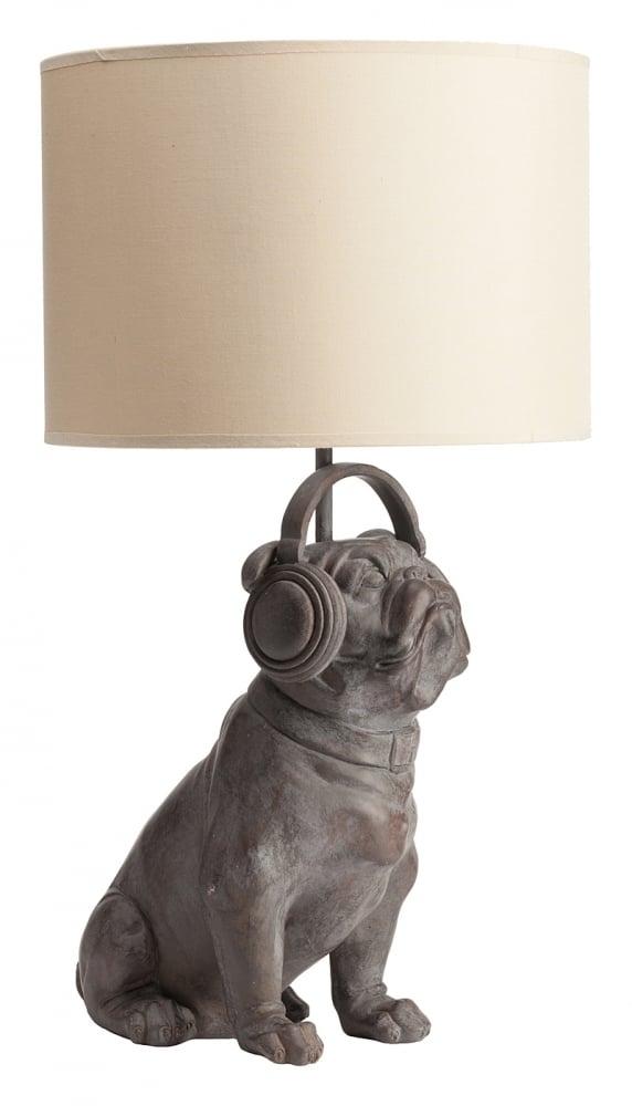 Настольная лампа Bulldog DJНастольные лампы<br>Элегантная и, в то же время, очаровательная <br>и неповторимая настольная лампа Bulldog DJ непременно <br>украсит любую комнату вашего дома, оформленного <br>как в классическом, так и в современном <br>стиле. Простой абажур бежевого цвета удачно <br>сочетается с необычной ножкой из полирезина <br>тёмно-коричневого цвета, выполненной в <br>форме английского бульдога в наушниках. <br>Благодаря дизайну лампа будет прекрасно <br>сочетаться или контрастировать с другой <br>мебелью.<br><br>Цвет: Бежевый<br>Материал: Полирезин<br>Вес кг: 1,8<br>Длина см: 29<br>Ширина см: 20<br>Высота см: 49