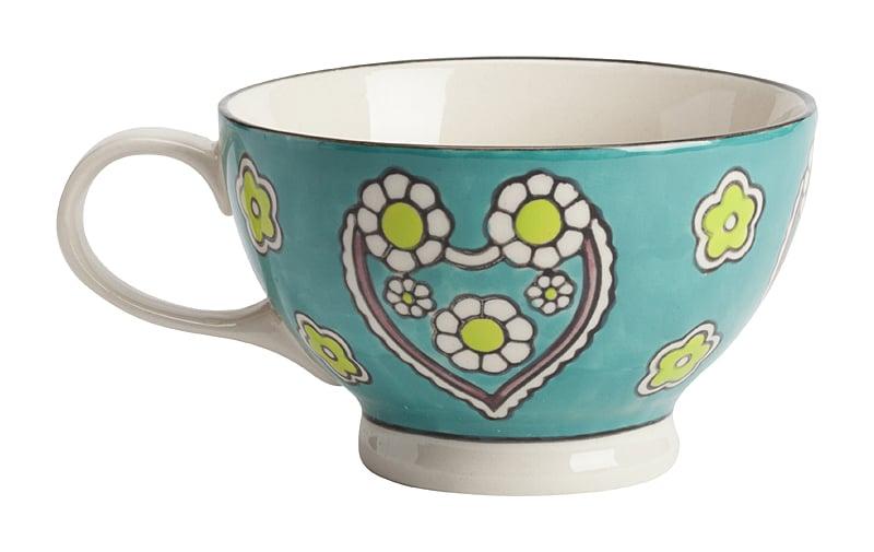 Чашка, раскрашенная вручную СhiellaЧашки<br>Уникальная чашка Сhiella, изготовленная из <br>грубой керамики и раскрашенная вручную <br>цветами и сердечками, — такая необычная <br>чашка, наверняка, станет предметом гордости <br>любой хозяйки. Оригинальная чашка раскрасит <br>ваши будни и сделает чаепитие поистине <br>неповторимым. К тому же, интересная чашка <br>для употребления чая или кофе может стать <br>отличным подарком для родственников и близких <br>людей.<br><br>Цвет: Голубой<br>Материал: Грубая керамика<br>Вес кг: 0,3<br>Длина см: 7<br>Ширина см: 7<br>Высота см: 12