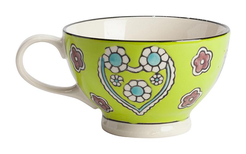 Чашка, раскрашенная вручную KamilleЧашки<br>Уникальная чашка Kamille, изготовленная из <br>грубой керамики и раскрашенная вручную <br>цветами и сердечками, — такая необычная <br>чашка, наверняка, станет предметом гордости <br>любой хозяйки. Оригинальная чашка раскрасит <br>ваши будни и сделает чаепитие поистине <br>неповторимым. К тому же, интересная чашка <br>для употребления чая или кофе может стать <br>отличным подарком для родственников и близких <br>людей.<br><br>Цвет: Жёлтый<br>Материал: Грубая керамика<br>Вес кг: 0,3