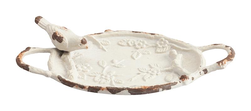 Декоративное блюдо Pewter Dish МолочноеШкатулки и подставки для украшений<br>Дом можно декорировать не только настенными <br>панно или статуэтками. Можно украшать интерьер <br>изящной необычной посудой. Для этого прекрасно <br>подойдет декоративное блюдо Pewter Dish. Оно <br>выполнено из олова молочного цвета и имеет <br>ручки по бокам. Сбоку располагается птица. <br>Сама тарелка отличается выпуклым рисунком <br>цветов и листьев по всей поверхности. Блюдо <br>может стать приятным подарком. Оно здорово <br>украсит интерьер или обеденный стол, если <br>расположить на нем фрукты.<br><br>Цвет: Белый<br>Материал: Металл<br>Вес кг: 0,1<br>Длина см: 14<br>Ширина см: 7,6<br>Высота см: 2,5