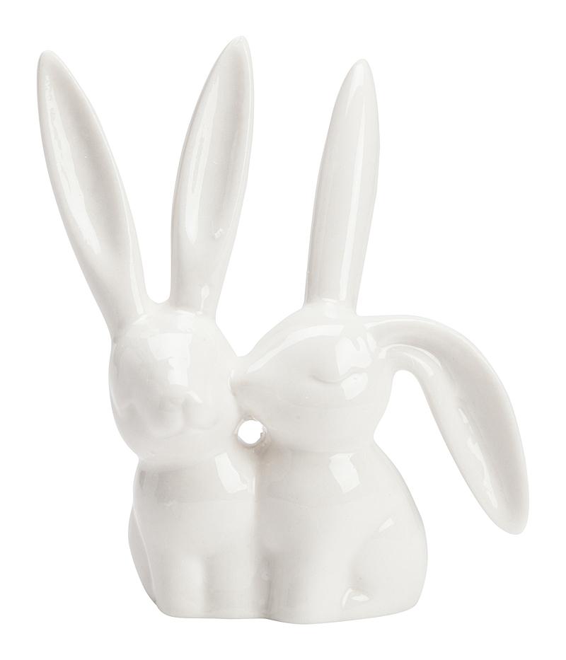 Подставка для колец Bunny RabbitШкатулки и подставки для украшений<br>Наверняка с каждой девушкой случалось <br>такое: сняла кольцо, а куда положила — забыла <br>совершенно. Благодаря подставкам для колец <br>такая проблема должна исчезнуть. Тем более, <br>когда такие предметы невозможно не заметить. <br>Подставка для колец Bunny станет приятным <br>подарком для любой девушки. Сложно устоять <br>перед этой милейшей композицией. Два нежных <br>кролика выполнены из костяного фарфора <br>белого цвета. Нанизывать кольца можно на <br>их ушки. Подставка станет прекрасным дополнением <br>для комнаты и поддержании украшений, или <br>даже без колец будет стильно смотреться <br>в любом интерьере.<br><br>Цвет: Белый<br>Материал: Костяной фарфор<br>Вес кг: 0,1<br>Длина см: 9<br>Ширина см: 4<br>Высота см: 10
