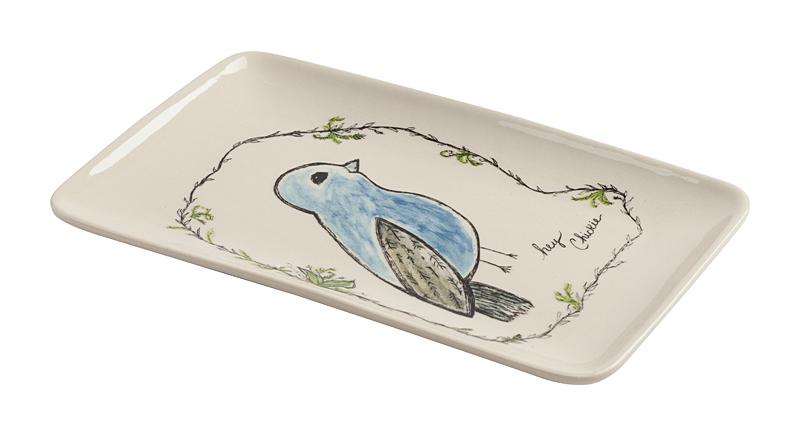 Декоративное блюдо SingingБлюда<br>Дом можно декорировать не только настенными <br>панно или статуэтками. Можно украшать интерьер <br>изящной необычной посудой. Для этого прекрасно <br>подойдет декоративное блюдо Singing. Кроме <br>цветов, изображения птиц остаются наиболее <br>распространенными украшениями интерьеров. <br>Блюдо выполнено из грубой керамики белого <br>цвета. Сама тарелка простой прямоугольной <br>формы отличается рисунком синей птицы в <br>минимализме. Это блюдо может украсить интерьер, <br>а также обеденный стол. Тарелку можно даже <br>просто поставить вертикально или повесить <br>на стену — такой милый рисунок не должен <br>остаться незамеченным! Тем не менее практичная <br>сторона вопроса имеет место быть — удобное <br>углубление отлично подойдет для фруктов <br>и овощей. Или для чего-то ещё. Блюдо можно <br>использовать даже для кулинарных экспериментов: <br>оно выдерживает достаточную температуру <br>микроволновой печи. А также есть возможность <br>мыть тарелку в посудомоечной машине. Блюдо <br>может стать приятным подарком для каждого.<br><br>Цвет: Белый<br>Материал: Грубая керамика<br>Вес кг: 0,3<br>Длина см: 19,5<br>Ширина см: 12,3<br>Высота см: 1,5