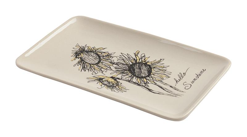 Декоративное блюдо SunflowerБлюда<br>Дом можно декорировать не только настенными <br>панно или статуэтками. Можно украшать интерьер <br>изящной необычной посудой. Для этого прекрасно <br>подойдет декоративное блюдо Sunflower. Изображения <br>цветов остаются наиболее распространенными <br>украшениями интерьеров. Блюдо выполнено <br>из грубой керамики белого цвета. Сама тарелка <br>простой прямоугольной формы отличается <br>рисунком трех подсолнухов. Это блюдо может <br>украсить интерьер, а также обеденный стол. <br>Тарелку можно даже просто поставить вертикально <br>или повесить на стену — такой милый рисунок <br>не должен остаться незамеченным! Тем не <br>менее практичная сторона вопроса имеет <br>место быть — удобное углубление отлично <br>подойдет для фруктов и овощей. Или для чего-то <br>ещё. Блюдо можно использовать даже для кулинарных <br>экспериментов: оно выдерживает достаточную <br>температуру микроволновой печи. А также <br>есть возможность мыть тарелку в посудомоечной <br>машине. Блюдо может стать приятным подарком <br>для каждого.<br><br>Цвет: Белый<br>Материал: Грубая керамика<br>Вес кг: 0,3<br>Длина см: 19,5<br>Ширина см: 12,3<br>Высота см: 1,5