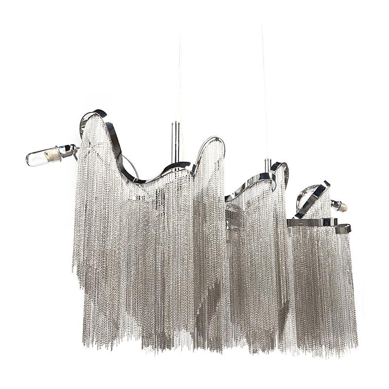 Люстра Terzani Stream, DG-LL231  Настоящее воплощение роскоши представляет  собой дизайнерская люстра Terzani Stream. Изумительной  красоты конструкция и сочетание металлических  цепочек, которые задрапированы, словно  это текущая и переливающаяся ткань, а не  детали из непластичного материала, всё  это создает неповторимый шикарный образ  светильника, который достоин применения  в поистине королевских помещениях. Дизайнерская  люстра Terzani Stream выполнена полностью из прочного  металла с серебряным оттенком, благодаря  которому, даже в выключенном состоянии,  переливается яркими бликами, отбрасывая  россыпь лучиков на всё окружение. Эта восхитительная  дизайнерская люстра понравится всем посетителям.  Предназначена для использования со светодиодными  лампами, лампы не включены в комплект.