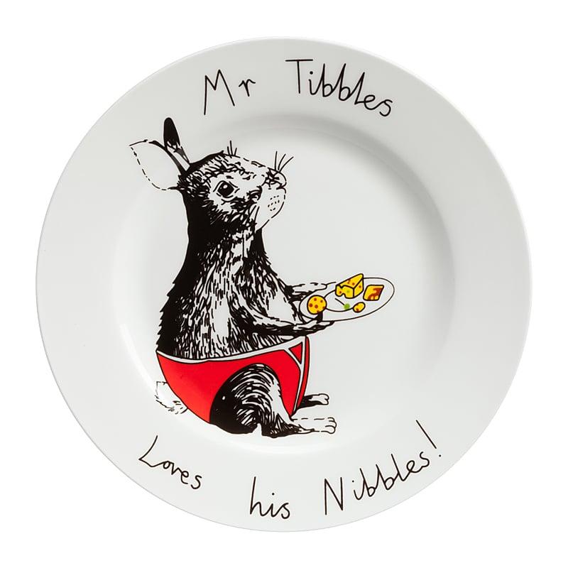Тарелка Mr TibblesТарелки<br>Смешная тарелка с рисунком очаровательного <br>кролика и надписью Mr Tibbles — отменное пополнение <br>вашей коллекции интересной кухонной утвари. <br>Она пригодна для повседневного использования <br>и абсолютна незаменима для поднятия своего <br>настроения и впечатления гостей. Эта тарелка <br>станет забавным и необычным подарком на <br>день рождения или любой другой случай, замечательным <br>способом поднять настроение хмурым утром! <br>Вы можете купить тарелку в подарок своим <br>друзьям и коллегам, а можете — их детям. <br>И те и другие будут довольны, ведь их завтраки <br>и ужины навсегда перестанут быть скучными! <br>Спешите купить яркую, позитивную тарелку <br>Mr Tibbles и другие смешные тарелки из этой коллекции!<br><br>Цвет: Белый<br>Материал: Фарфор<br>Вес кг: 0,4<br>Длина см: 21<br>Ширина см: 21<br>Высота см: 1,7