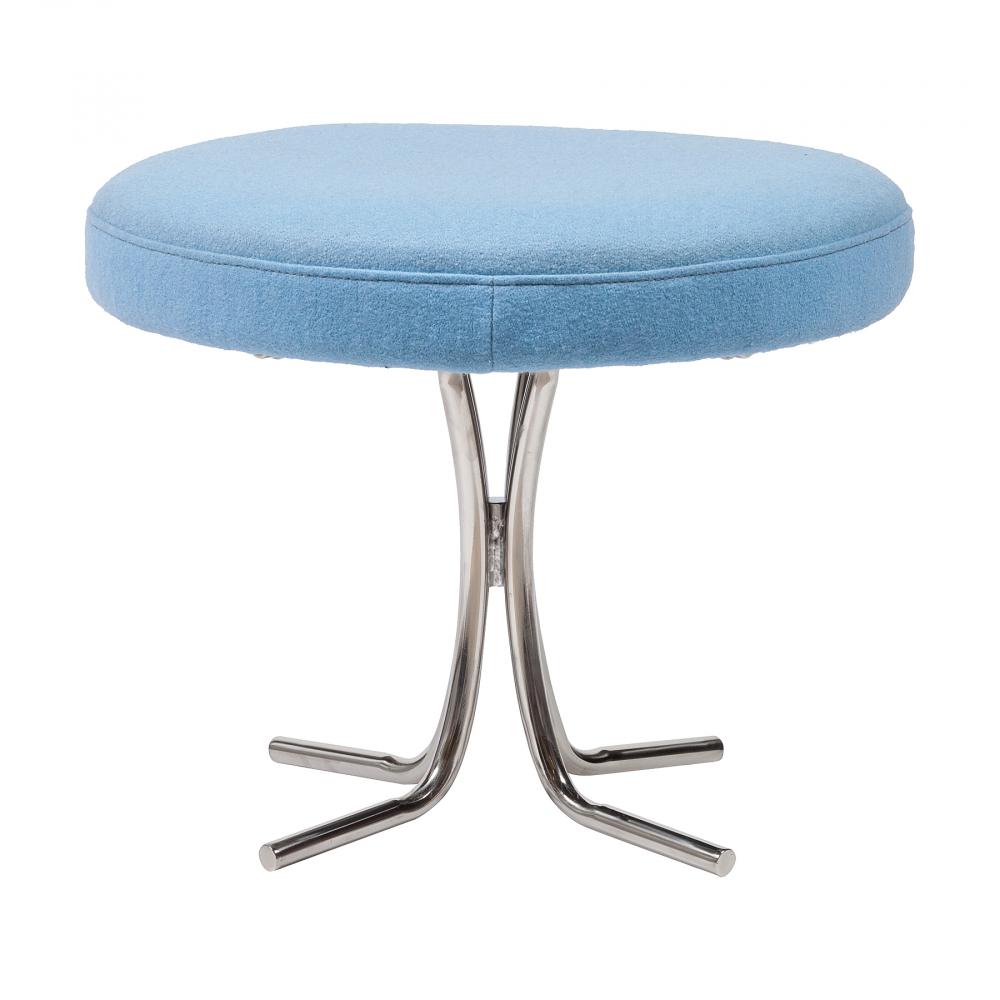 Табурет Verner Panton Голубая ШерстьТабуреты<br>Потрясающий изысканный облик дизайнерского <br>табурета Verner Panton будет невероятно выигрышно <br>выделяться на фоне интерьера любого помещения. <br>Данная модель в стиле модерн имеет сидение <br>круглой формы, выполненное из прочного <br>дерева и обтянутого высококачественной <br>шерстяной тканью голубого цвета, а ножки <br>— из хромированного металла серебристого <br>цвета. Утонченный и стильный, табурет Verner <br>Panton будет привлекать к себе внимание посетителей. <br>Из большого ассортимента материалов высокого <br>качества, представленного в нашем интернет-магазине, <br>вы сможете выбрать материал обивки необходимого <br>цвета для своего дизайнерского табурета <br>Verner Panton.<br><br>Цвет: Голубой<br>Материал: Дерево, Поролон, Металл<br>Вес кг: 10<br>Длина см: 50<br>Ширина см: 50<br>Высота см: 40