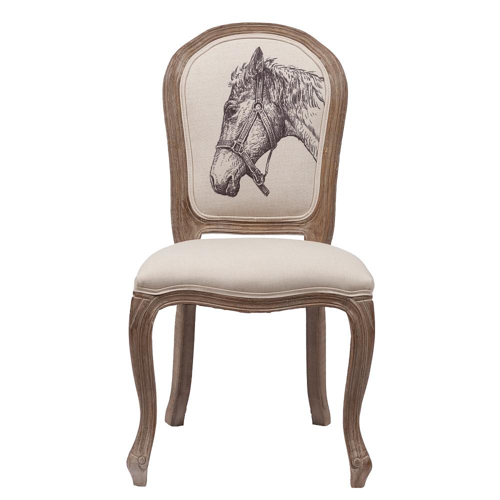 Стул Horse DG-HOME Оригинальный стул Horse в стиле Прованс представлен  в бежевой цветовой гамме. Обивка стула изготовлена  из прочной ткани, в состав которой входит  натуральный хлопок и лен. В качестве наполнителя  использован мягкий поролон. Основание и  ножки изготовлены из натуральной берёзы  орехового цвета с легким эффектом патинирования.  На спинке эффектно расположился оригинальный  рисунок головы лошади. Высота стула от пола  до сидения 49 см.