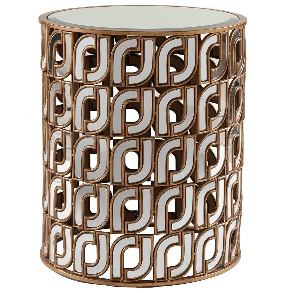 Кофейный столик MonzaКофейные и журнальные столы<br>Нестандартная форма дизайнерского кофейного <br>столика Monza делает его больше предметом <br>декора интерьера, предметом современного <br>искусства, а потом уже отличным вариантом <br>удобного и функционального предмета мебели. <br>Столики-табуреты несомненно являются любимым <br>предметом декораторов. Выполненный из металла, <br>с зеркальной столешницей и декорированный <br>по боковой поверхности также зеркальными <br>элементами, он может служить кофейным столиком <br>или изысканным табуретом. Высокое качество <br>материалов, используемых при его изготовлении, <br>обеспечивает долгий срок использования <br>стола, в течение которого он не потеряет <br>всех своих достоинств. Кофейный столик <br>Monza создан для креативных и смелых людей, <br>ценящих индивидуальность во всём.<br><br>Цвет: Белый, Чёрный<br>Материал: Металл, Зеркало<br>Вес кг: 17<br>Длина см: 53<br>Ширина см: 53<br>Высота см: 62