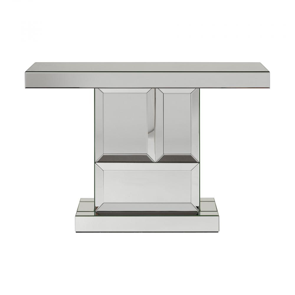 Зеркальный консольный столик Mulhouse DG-HOME Эффектный зеркальный консольный столик  Mulhouse современного футуристичного дизайна  идеально впишется в интерьер стильной гостиной  или прихожей. Модель объемного Т-образного  силуэта изготовлена из МДФ, декорирована  зеркалами с узким фацетом. Такой оригинальный  консольный столик Mulhouse в современном стиле  сразу привлечет внимание, станет прекрасным  дополнением к интерьеру, придерживающемуся  минимализма или направления хай-тек, четкие  линии составляют лаконичную композицию.