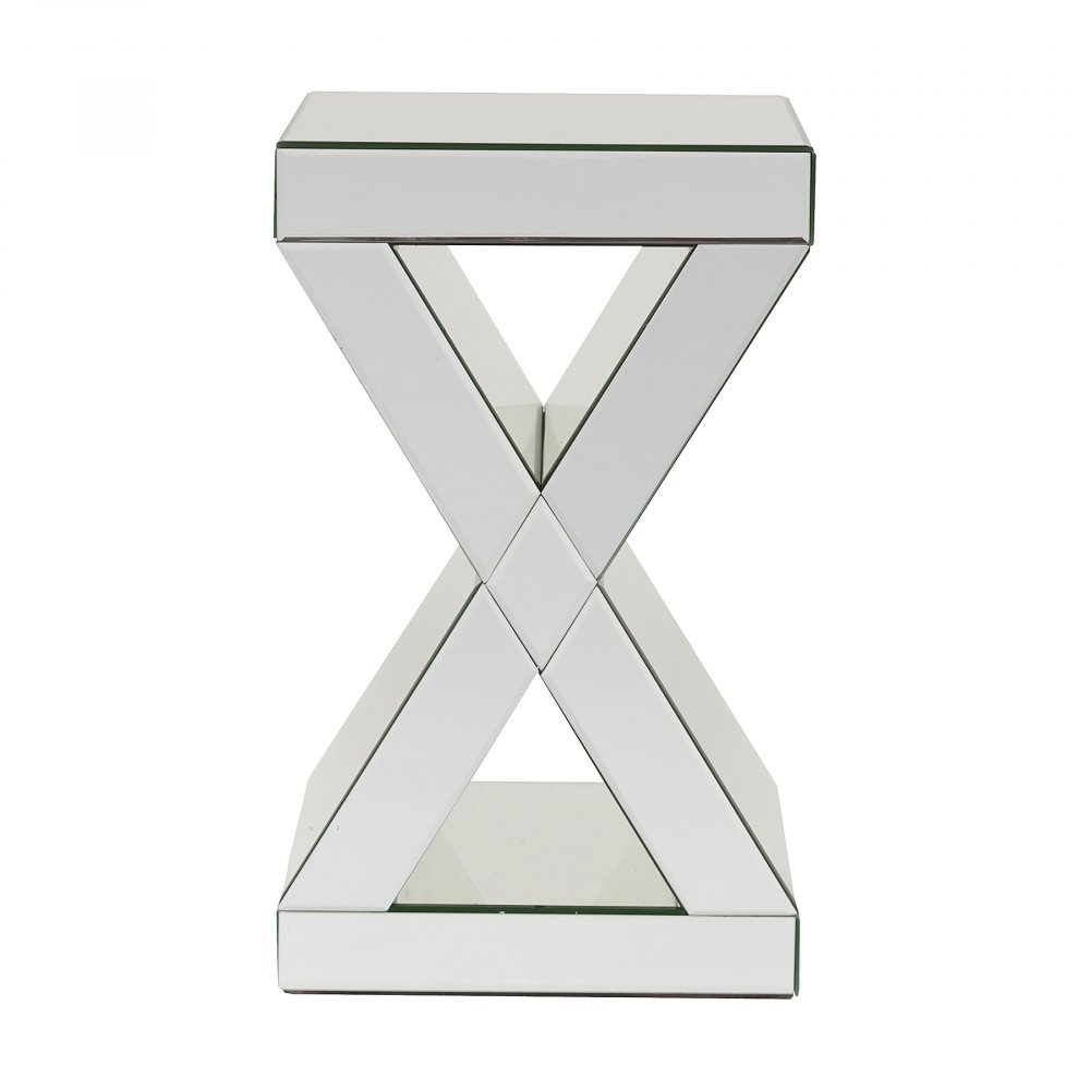 Зеркальный кофейный столик DunkerkeКофейные и журнальные столы<br>Кофейный столик Dunkerke в стиле модерн станет <br>ярким и стильным акцентом любого интерьера. <br>Изделие выполнено из МДФ и покрыто полностью <br>зеркальными панелями. Отличающийся стильностью <br>и оригинальностью, прекрасным сочетанием <br>геометрических линий и форм, столик Dunkerke <br>несет в себе ни только функциональное наполнение, <br>но и станет эффектным декоративным аксессуаром. <br>Благодаря своей форме, компактным размерам <br>и зеркальной поверхности столик удачно <br>впишется даже в небольшое помещение, сделав <br>его визуально объемнее и оригинальней.<br><br>Цвет: Зеркальный<br>Материал: МДФ, Зеркало<br>Вес кг: 15,65<br>Длина см: 31<br>Ширина см: 31<br>Высота см: 51