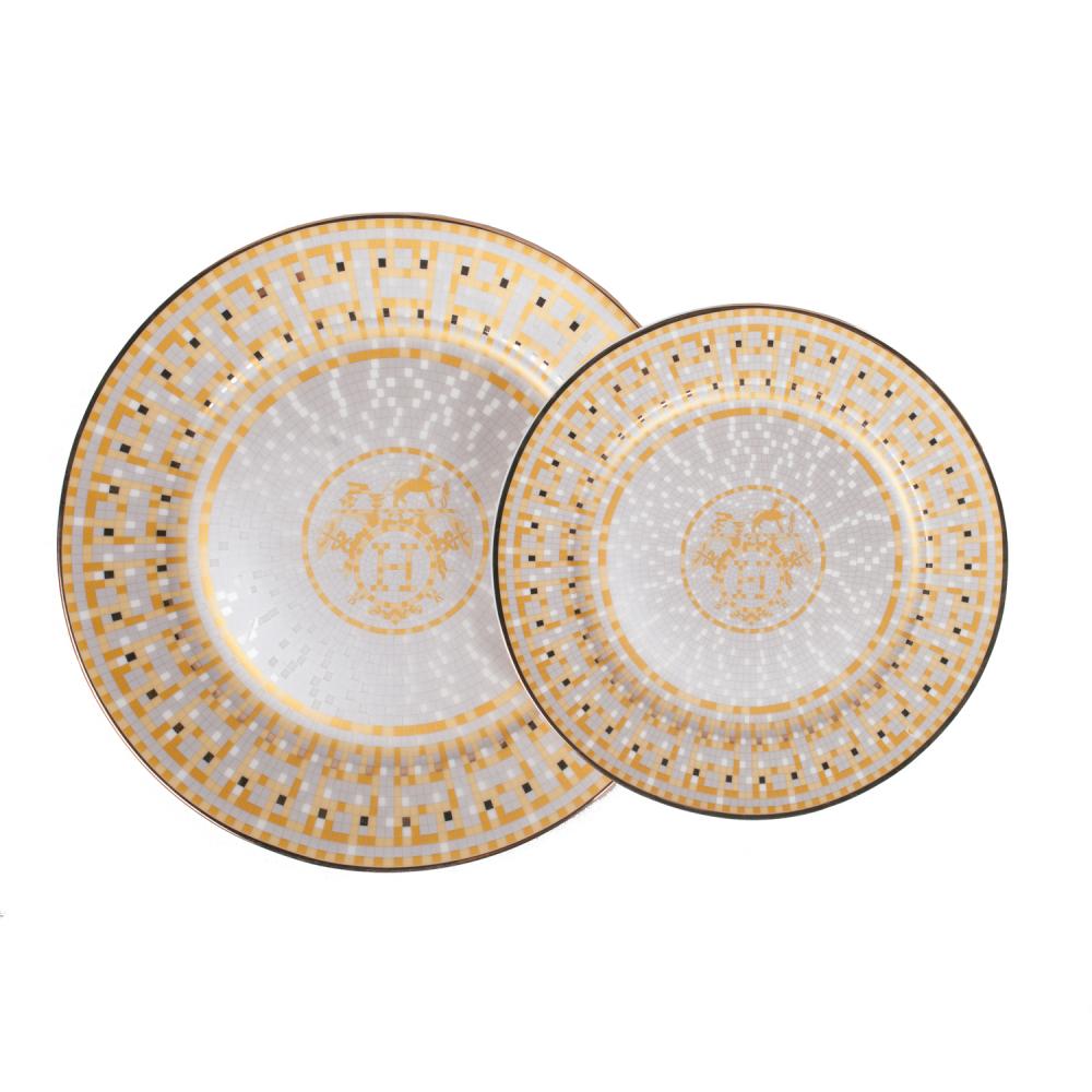 Комплект тарелок Dominion КоролевскийКомплекты тарелок<br><br><br>Цвет: Золото, Белый<br>Материал: Костяной фарфор<br>Вес кг: 0,8<br>Длина см: 26,7<br>Ширина см: 26,7<br>Высота см: 2