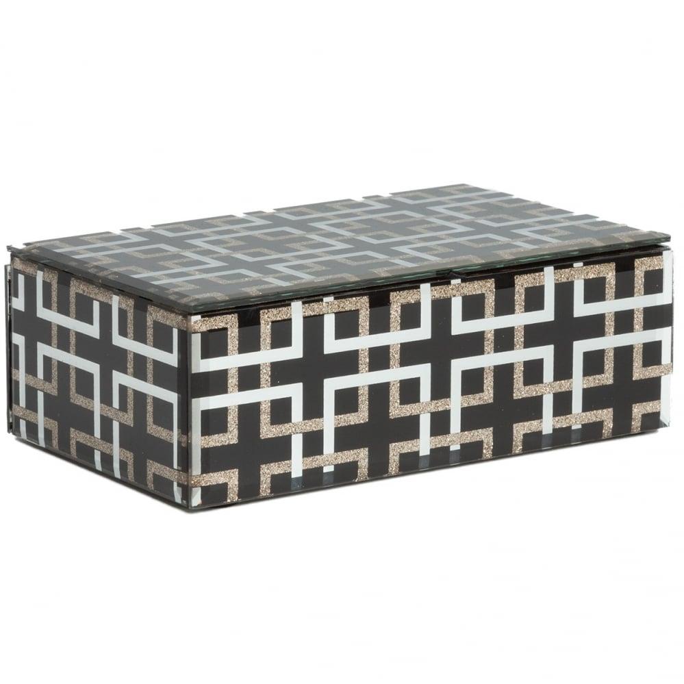 Черная шкатулка (коробка) стеклянная Abbe Шкатулки и подставки для украшений<br>Декоративная коробка: МДФ основание, отделка <br>из стекла<br><br>Цвет: Чёрный<br>Материал: МДФ, Стекло<br>Вес кг: 0,7<br>Длина см: 19<br>Ширина см: 11<br>Высота см: 6,5