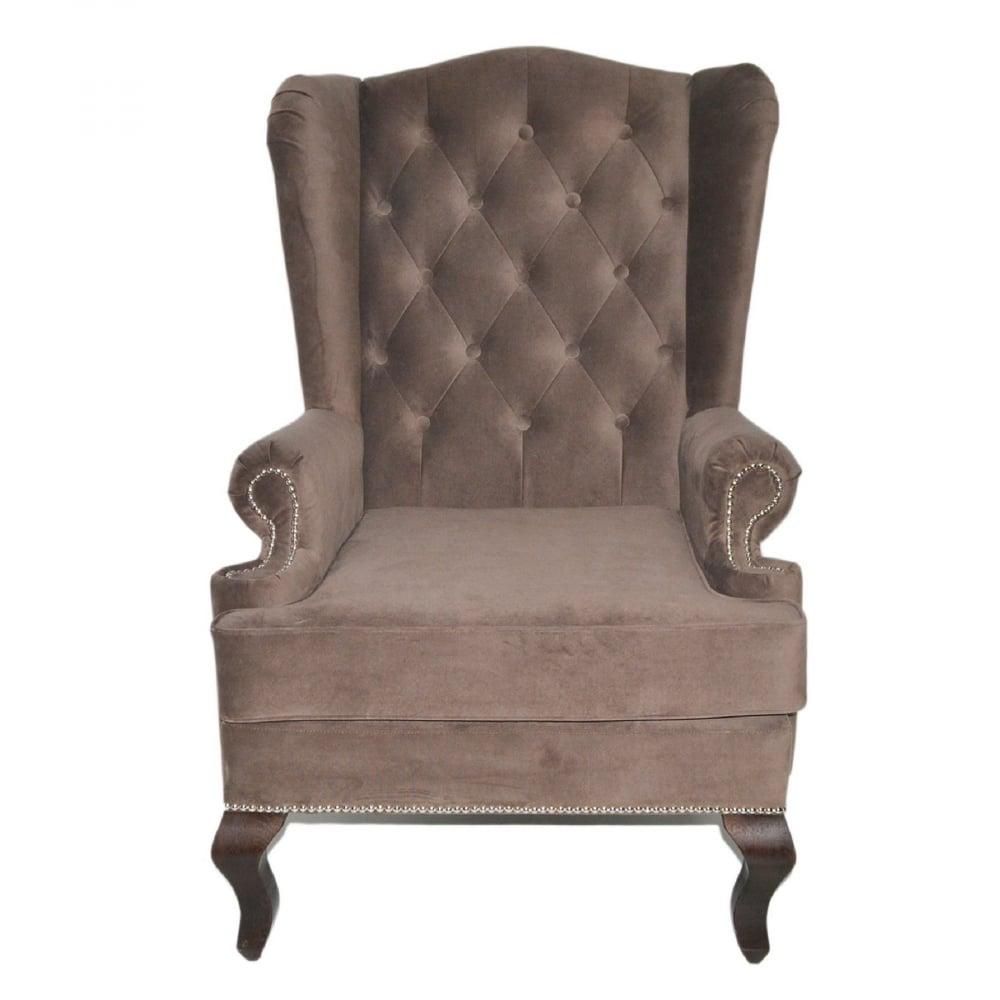 Каминное кресло с ушами Велюр Серо-коричневыйКресла<br>Каминное кресло – мягкий предмет мебели <br>повышенной комфортности с высокой спинкой, <br>оно рассчитано на отдых возле домашнего <br>очага. Его конструкция, как и много лет назад, <br>почти не изменилась. Каминное кресло с ушами <br>(выступами на уровне головы), имеет каркас <br>из дерева, гнутые ножки и мягкие подлокотники. <br>Впервые такую модель сделали в Англии в <br>XVII веке. Пожилых людей своеобразные крылья <br>уберегали от сквозняков, в гостиной они <br>предохраняли от залетания искр из камина. <br>Отсюда появилось название такой модели <br>– каминное кресло в английском стиле. Еще <br>оно именуется на родине «крылатым», «дедушкиным».<br><br>Цвет: Серо-коричневый<br>Материал: Велюр<br>Вес кг: 20<br>Длина см: 73<br>Ширина см: 70<br>Высота см: 110
