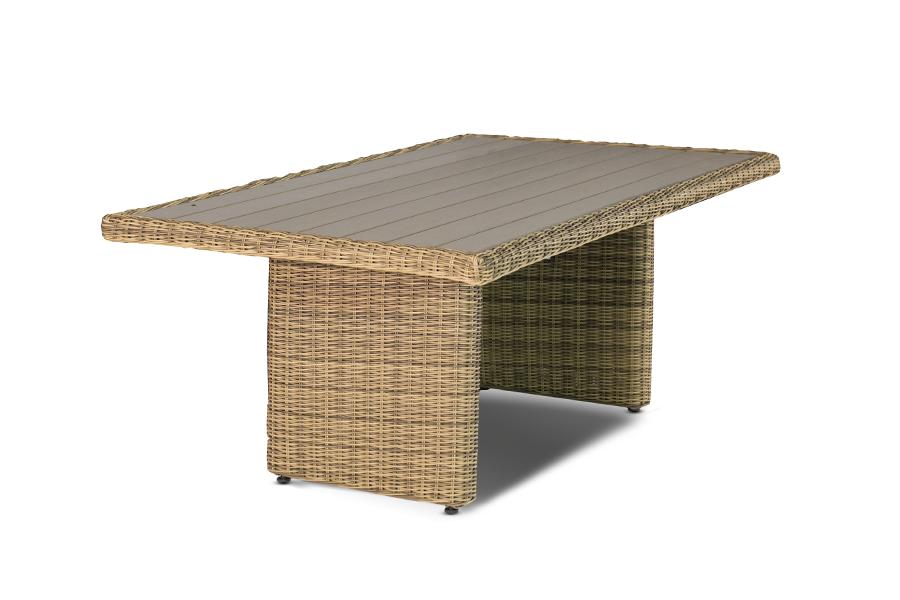 Обеденный стол плетёный