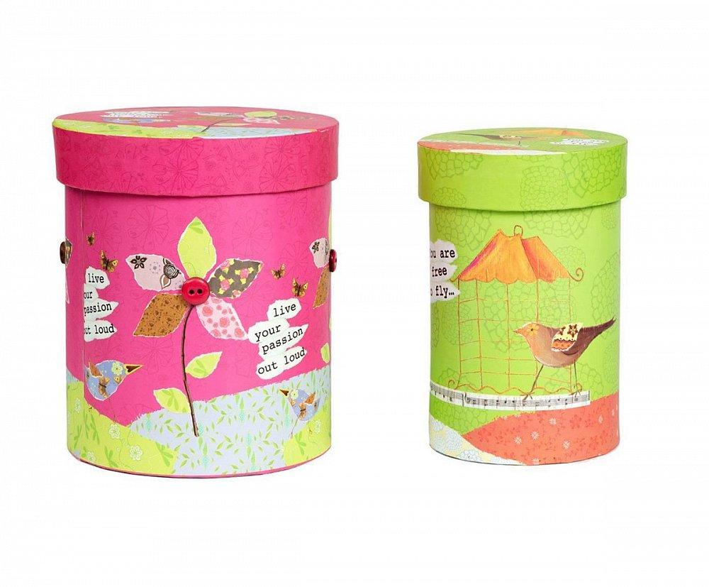 Набор круглых коробок Childhood PiccolaКоробки и кейсы для хранения<br>Яркий, веселый набор круглых коробок для <br>хранения Childhood Piccola непременно освежит ваш <br>интерьер, придаст дому изюминку, наполнив <br>его роскошью и оригинальностью. Аксессуары <br>изготовлены из картона, имеют удобную крышку <br>и, благодаря размерам, позволяют хранить <br>в них мелкие безделушки и дорогие сердцу <br>вещи. Коробочки вы можете приобрести отдельно <br>или в комплекте с предметами декора из той <br>же коллекции.<br><br>Цвет: Разноцветный<br>Материал: Картон<br>Вес кг: 0,4<br>Длина см: 16,5<br>Ширина см: 16,5<br>Высота см: 11,4
