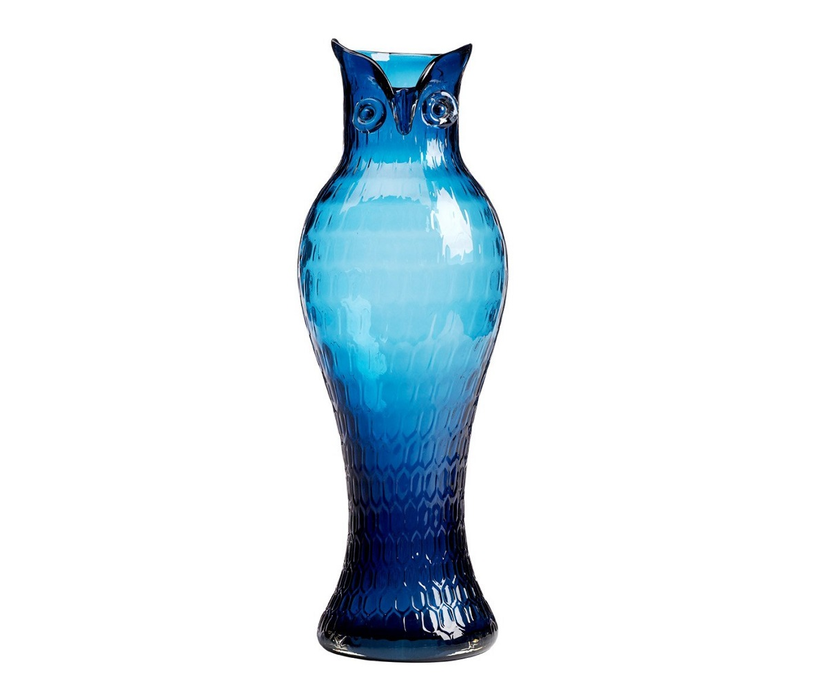 Ваза Eagle Owl, DG-D-575  Верные акценты в интерьере можно расставить  разнообразными и оригинальными предметами  декора. Ваза Сова — это роскошный аксессуар,  который привнесет в ваш дом яркости, изысканности  и лоска. Синий филин, изготовленный из стекла,  будет удачно сочетаться с общей картиной  в стиле Прованс и оживит собой оформление  любой комнаты. Цветы в такой вазе буду смотреться  еще насыщеннее и очаровательнее. Объем  3 л.