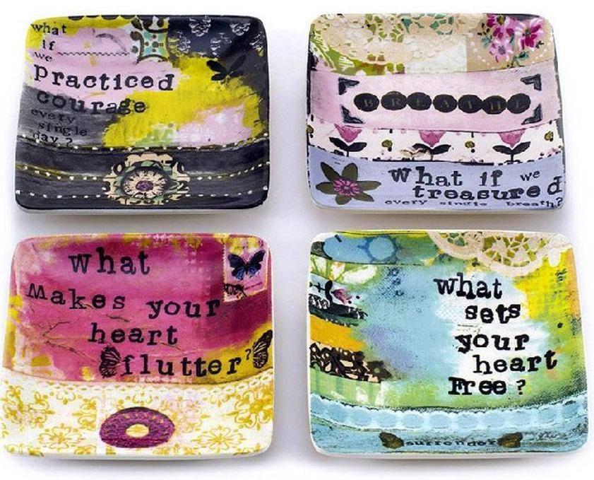 Набор декоративных мини-блюд FlorentinaБлюда<br>Набор декоративных мини-блюд из грубой <br>керамики, разрисованных надписями в ярких <br>тонах, станет достойным элементом декора <br>современной кухни или столовой, добавив <br>в интерьер цвета и выразительности.<br><br>Цвет: Разноцветный<br>Материал: Грубая керамика<br>Вес кг: 0,1<br>Длина см: 11,5<br>Ширина см: 11,5<br>Высота см: 2
