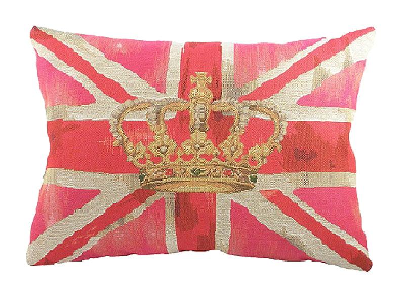 Большая подушка с британским флагом Crown Подушки<br>Чехол для подушки, на котором изображен <br>британский флаг на розовом фоне — 100% хлопок, <br>наполнитель — 100% полиэстер. Применяется <br>только сухая чистка. Длина — 46 см, высота <br>— 33 см. Подушка является отличным сувениром <br>и оригинальным подарком.<br><br>Цвет: Розовый, Красный, Золото<br>Материал: Наполнитель - 100% полиэстер, чехол для подушки <br>Вес кг: 0,4<br>Длина см: 46<br>Ширина см: 33<br>Высота см: 10