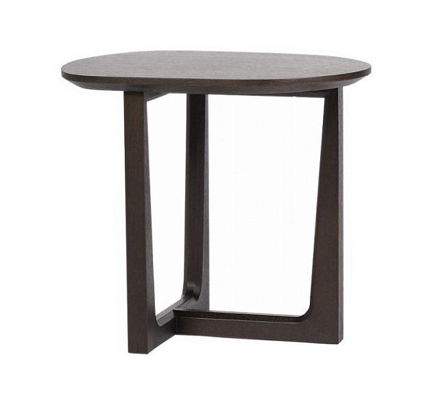 Кофейный столик John BrownКофейные и журнальные столы<br>Этот изящный и миниатюрный кофейный столик <br>словно создан для кофейной церемонии. И <br>формой, и цветом он сам напоминает кофейное <br>зернышко, вызывая желание выпить чашечку <br>крепкого ароматного напитка. Элегантная <br>ножка оригинальной формы подчеркивает <br>его невесомость и легкость. Столешница <br>— МДФ.<br><br>Цвет: Коричневый<br>Материал: деревянный каркас, МДФ столешница<br>Вес кг: 14<br>Длина см: 52<br>Ширина см: 42<br>Высота см: 48